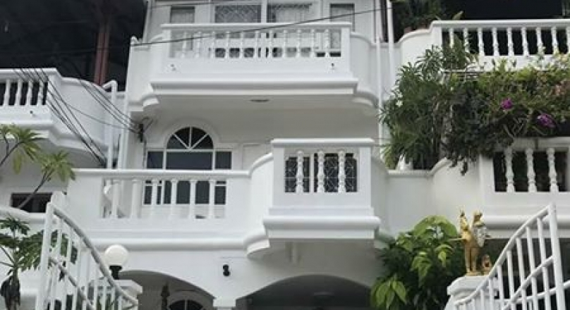 Town Home For Sale on Phatamnak hill ,Pattaya.