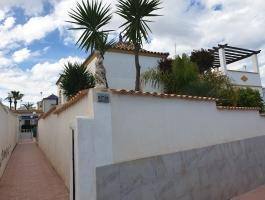 CORNER TOWNHOUSE WITH GARDEN IN LOS ALTOS
