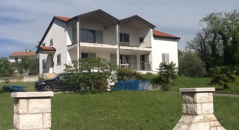 CROATIA (Umag) House with two unfinished apartments