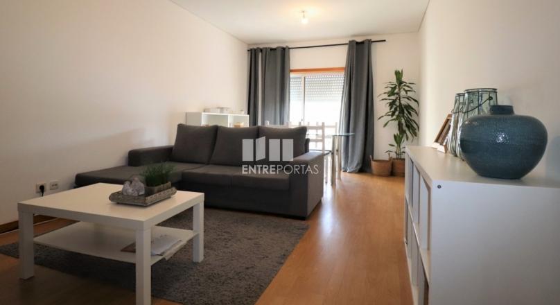 Apartament 2 dhoma gjumi në gjendje të shkëlqyer disa minuta nga qendra e Póvoa de Varzim