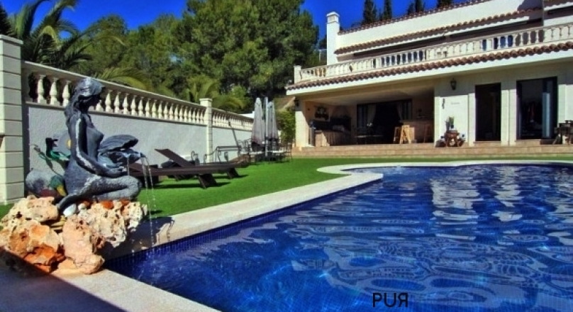 Mondain, as new, fully equipped villa with many extras