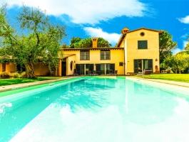 13 room luxury Villa for sale in Grosseto, Tuscany.