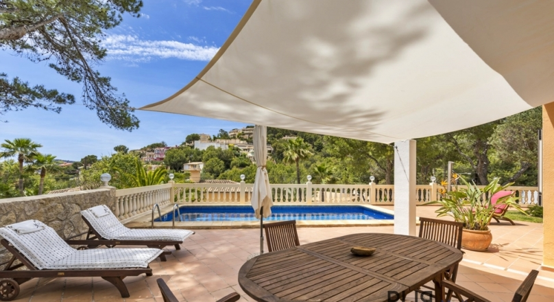 Costa Calma. Noun est omen. Quiet location. Villa. Sea views. Excellent condition.