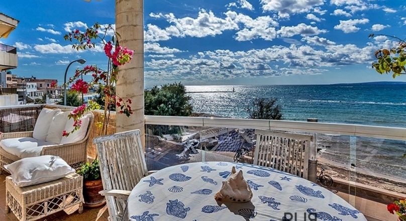 This apartment has a very attractive sea view - terrace.