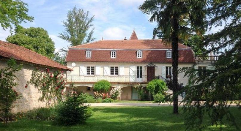 Amazing manor house on the river Lot Magnifique manoir au bord de la riviére Lot