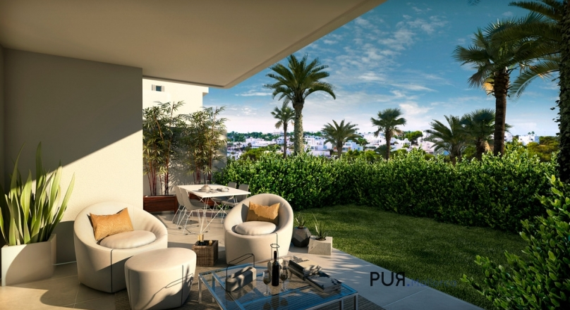 Cala d'Or. Ibiza in Majorca. All in white. And new apartments on the harbor. Moving in the summer.