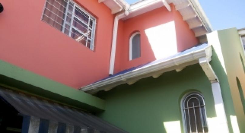 Excelente propiedad a solo 3 cuadras de estación Moreno