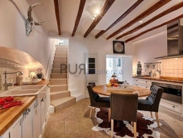 A dream of a townhouse. Renovated at a high quality. A wellness oasis.