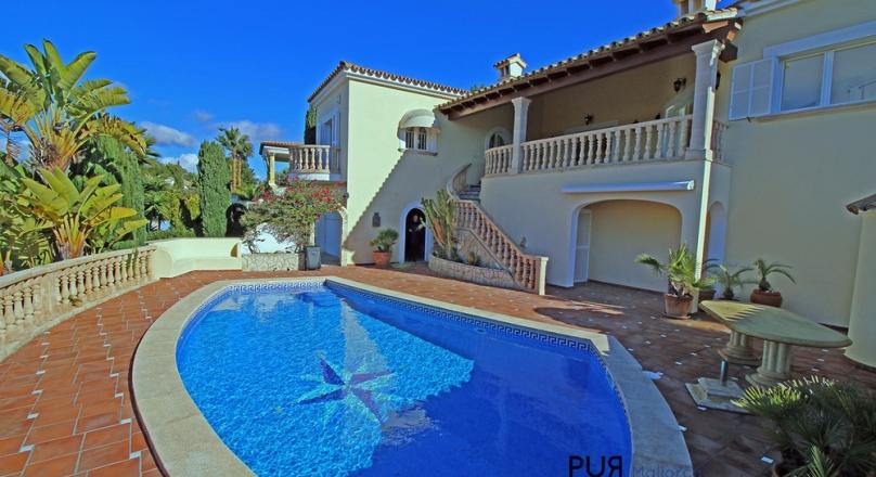 El Classico. Villa with panoramic views. Mallorca feel. Come. Move in.