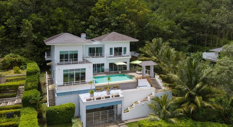 Phuket quality real estate offers a perfect golf course pool villa