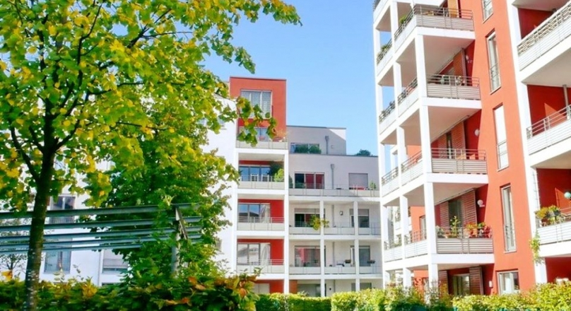 DÜSSELDORF. FOR RENT: Spacious 2 room apartment. Underground parking space. Elevator. Balcony...