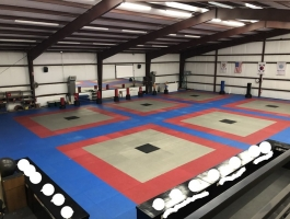Immaculate Warehouse With Roughly 15,000 sqft available in Tomball,TX