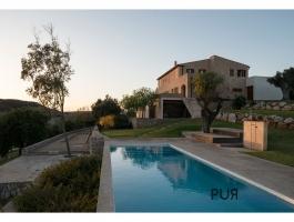 Prestigious, noble villa in finca style. Superb view over landscape and sea.