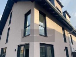 MOVE INTO THIS ATTRACTIVE SEMI-DETACHED HOUSE NOW!