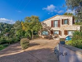 Stone house. Esporles. Near the village center. 20 minutes to Palma.