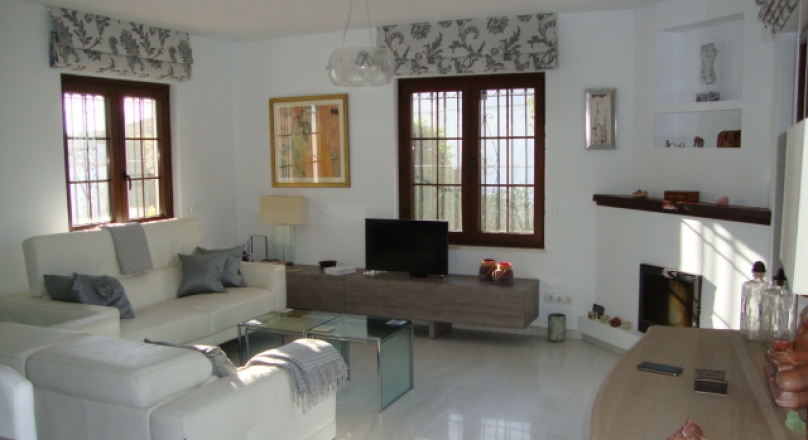 FOR SALE: 350.000€ - Villas in Mijas, established since 1980