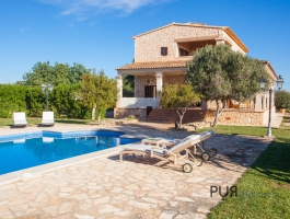 Finca. Holiday rental license. Near Cala Llombards. For your well-being or as an investment.
