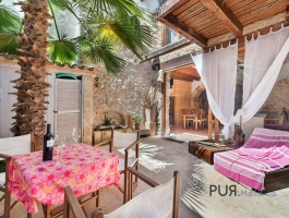 That is her. The definition of a Mallorcan town house. In Arta. Completely renovated.