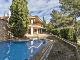 You are looking for a Villa in Son Vida. And know the prices. And are not afraid to renovate.
