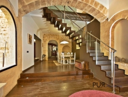A townhouse. In one of the most beautiful islands cities. Historical shell. Modern interior.