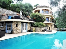 Cannes, California, villa with very large pool and large garage