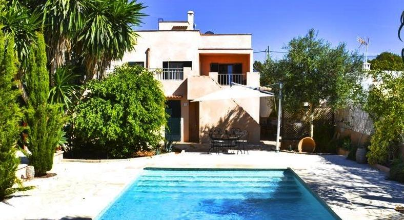 Cala Llombards. A villa with a guest house. Short walk to the beach.