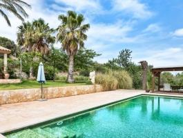 finca with riding stables and rental license