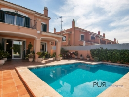Townhouse with pool and sun terrace in Son Rapinya.