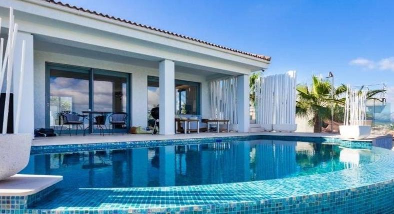 Santa Ponsa. Villa. Completely renovated. All-round sea view. Bay of Palma.