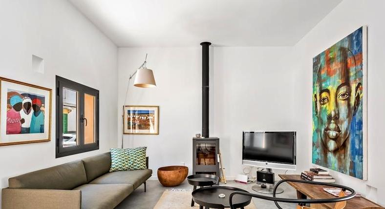 Townhouse. Completely renovated in 2018. High-quality. A real sweetheart.