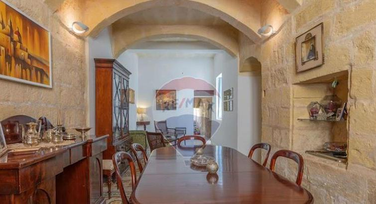 HOUSE OF CHARACTER IN MOSTA