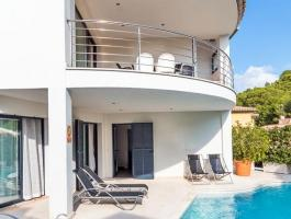 Alcudia. Alcanada. Villa with sea view. Vacation rental license.