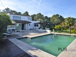 Pollenca. Finca. Nestled in an environment of sea and forests. Holiday rental license.