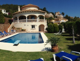 Villa en venta con vistas al mar en La Sella Golf Denia