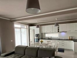 offers for sale an EXCLUSIVE personalized by the elegance of a property