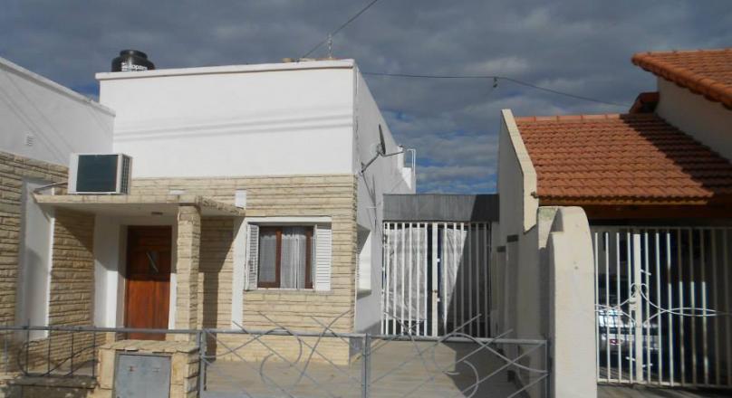 Vendo casa en Villa Regina en excelente ubicacion