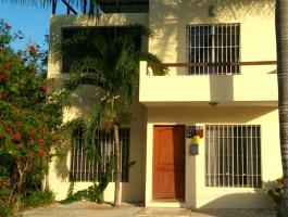 Edificio con departamentos y estudio en Playa del Carmen