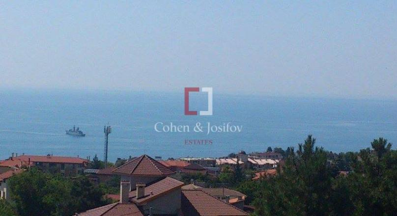 Cohen & Josifov Estates presents to your attention a luxurious three-bedroom apartment